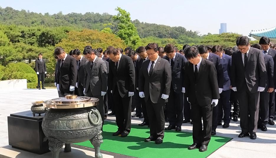 한화 방산계열사 합동 참배·묘역 헌화 진행