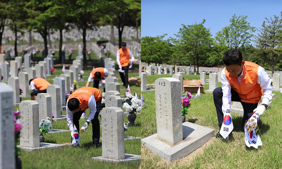묘역 헌화, 태극기 꼽기