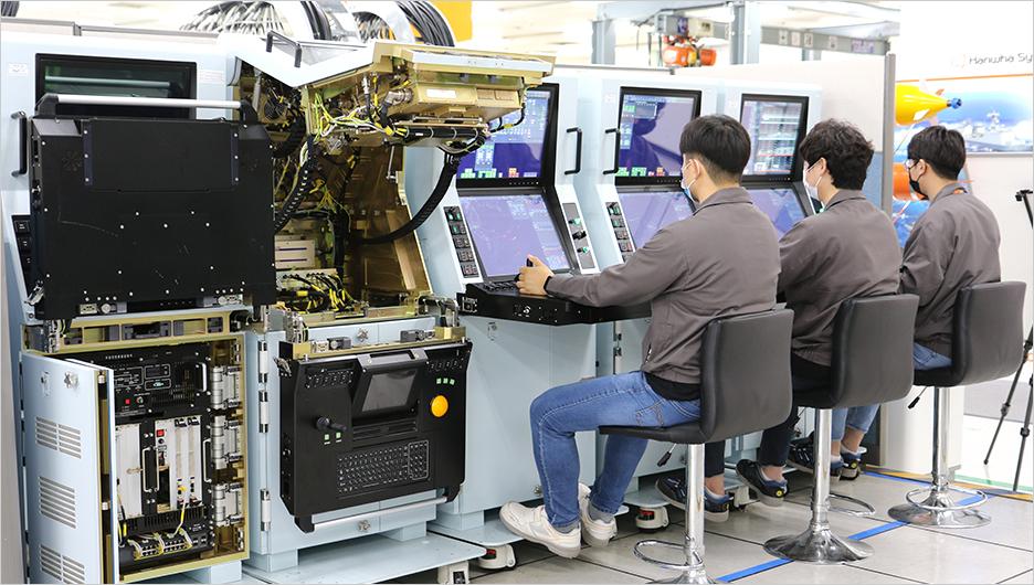 한화시스템_차기호위함 배치Ⅱ 전투체계 시험공정 진행 모습