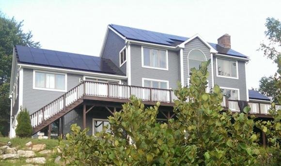 미국 뉴햄프셔(New Hampshire)주 주택에 설치된 한화큐셀 태양광 모듈